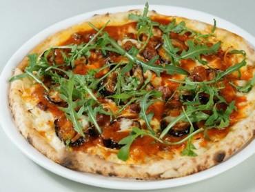 カニみそたっぷり蟹ほぐし身と有機野菜のピッツァ